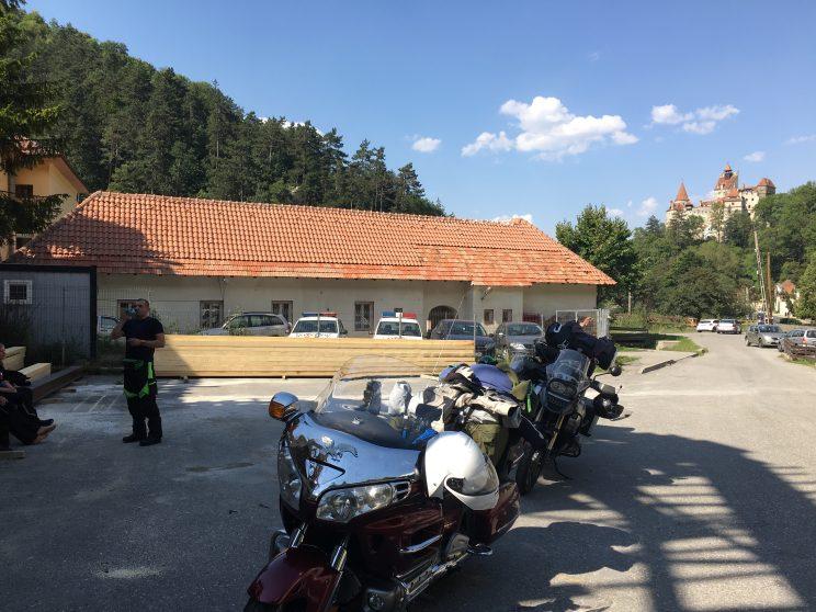 RUMUNIA-BRAN-POSTOJ-MOTO