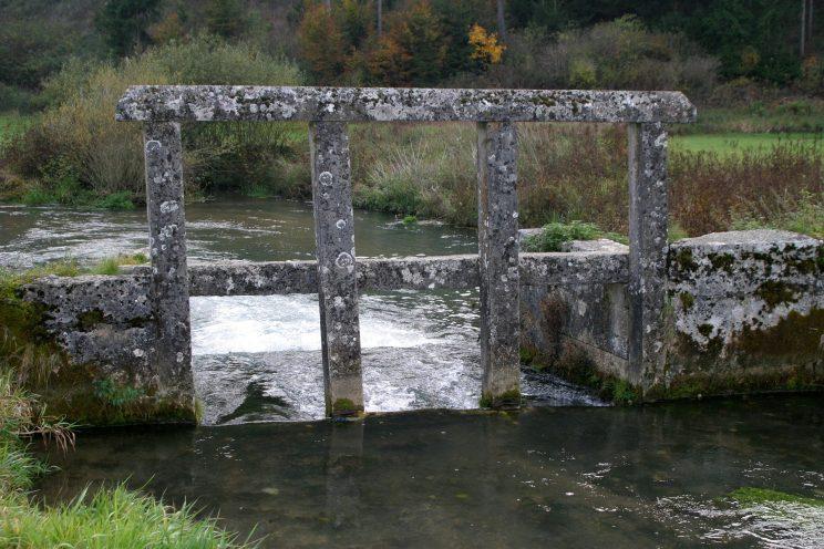 ZAPORA-WODNA-STRUMYK